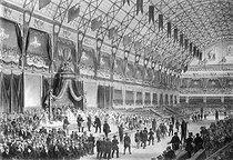 Roger-Viollet | 478275 | Exposition universelle de Paris, 15 novembre 1855. Distribution des récompenses aux exposants par Napoléon III, au palais de l'Industrie, le jour de la clôture. Gravure. | © Jacques Boyer / Roger-Viollet