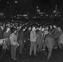 Roger-Viollet | 479723 | Algerian War. Demonstration of Algerian workers. Paris, on October 17, 1961. | © Jacques Boissay / Roger-Viollet
