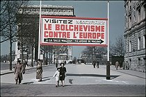 Roger-Viollet | 489824 | World War II. Corner of the rue de Tilsitt and the avenue des Champs-Élysées. Advertising for the exhibition of the Wagram room, 1942. Photograph by André Zucca (1897-1973). Bibliothèque historique de la Ville de Paris. | © André Zucca / BHVP / Roger-Viollet