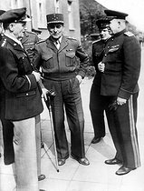 Roger-Viollet | 490176 | World war II. The Allies in Berlin for the surrender of the German armies. From left to right: the general Spaatz (USA), the general de Lattre de Tassigny (France), the major general Sousloparov (USSR). Berlin May 7-9, 1945. | © Neurdein / Roger-Viollet