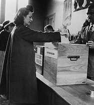 Roger-Viollet | 490390 | Polling place in Paris for the general elections and referendum of October, 1945. | © Albert Harlingue / Roger-Viollet