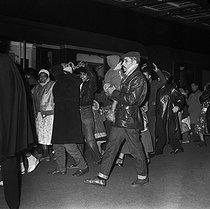 Roger-Viollet | 493985 | Algerian war. Demonstration of Algerian workers. Paris, on October 17, 1961. | © Jacques Boissay / Roger-Viollet