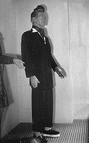 Roger-Viollet | 496895 | World War II. Men's fashion. Display mannequin wearing a  swing  suit. Paris, June 1942. | © LAPI / Roger-Viollet