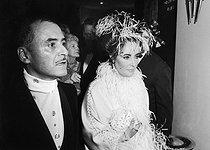 Roger-Viollet | 497155 | Alexandre (1922-2008), French hairdresser, with Elizabeth Taylor (1932-2011), American actress. | © Jack Nisberg / Roger-Viollet
