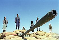 Roger-Viollet   498348   Second war in Afghanistan between the USA and the Northern Alliance against the Taliban following the September 11, 2001 attacks. Artillery on the Northern Alliance front line in Aï-Khanoun near Khwadja Bahauddin. Afghanistan, September-October 2001.   © Jean-Paul Guilloteau / Roger-Viollet