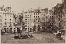 Roger-Viollet | 500210 | Place Dauphine. Paris (Ist arrondissement), 1864-1866. Photograph by Charles Marville (1813-1879). Bibliothèque historique de la Ville de Paris. | © BHVP / Roger-Viollet