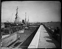 Roger-Viollet | 500982 | Le Port des Anglais prise du Môle. Marseille (Bouches-du-Rhône), vers 1900. | © Neurdein / Roger-Viollet