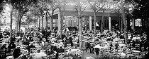 Roger-Viollet | 508013 | Concert at the terrace of  La Restauration . Vichy (France), 1910. | © Neurdein / Roger-Viollet