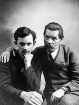 Roger-Viollet   509993   Gorki et son fils Maxime. Paris, 1912.   © Léopold Mercier / Roger-Viollet