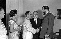 Roger-Viollet | 510938 | Yuri Gagarin (1936-1968), first Soviet cosmonaut, greeted by Fidel Castro (1926-2016), Cuban revolutionary and statesman. Havana (Cuba), 1963. | © Gilberto Ante / Roger-Viollet