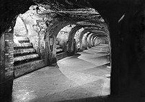 Roger-Viollet | 510981 | Cave de vin de Champagne  Moët et Chandon , Epernay (Marne). | © LAPI / Roger-Viollet