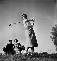 Roger-Viollet | 512503 | Golfer and her caddies. France, may 1936. | © Boris Lipnitzki / Roger-Viollet
