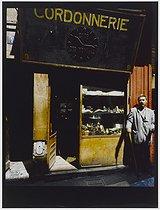 Roger-Viollet | 513390 | Cobler's, 9 rue Ramponeau. Paris (XXth arrondissement), 1980. Photograph by Felipe Ferré. Paris, musée Carnavalet. | © Felipe Ferré / Musée Carnavalet / Roger-Viollet