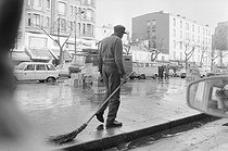 Roger-Viollet | 514732 | African migrant roadsweeper in the districts of Belleville and Ménilmontant, Paris, 1970's. | © Georges Azenstarck / Roger-Viollet