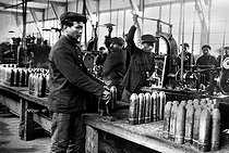 Roger-Viollet | 514989 | World War I. Annamites employed in a French munitions factory. | © Albert Harlingue / Roger-Viollet