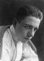 Roger-Viollet | 515055 | Francis Poulenc (1899-1963), French composer. | © Pierre Choumoff / Roger-Viollet