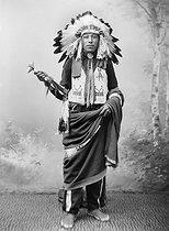 Roger-Viollet   519824   Sioux. France, 1880-1910.   © Léopold Mercier / Roger-Viollet