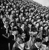 Roger-Viollet   522471   Mass for boy scouts. Paris, Trocadéro, April 1944.   © Pierre Jahan / Roger-Viollet