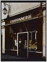 Roger-Viollet | 524191 | Cobbler's, rue de Birague. Paris (IVth arrondissement), 1981. Photograph by Felipe Ferré. Paris, musée Carnavalet. | © Felipe Ferré / Musée Carnavalet / Roger-Viollet