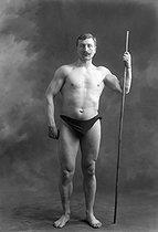 Roger-Viollet | 531925 | Duchâteau, lutteur. 1913. | © Maurice-Louis Branger / Roger-Viollet