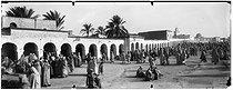 Roger-Viollet | 537695 | Scènes et types, paysage du Sud, le marché. Sahara (Algérie), vers 1900. | © Léon & Lévy / Roger-Viollet