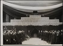 Roger-Viollet | 540171 | Corpse of Jean Jaurès (1859-1914), French politician, transferred to the Pantheon. The catafalque at the Chamber of Deputies. Paris (VIIth arrondissement), on November 23, 1924. | © Collection Harlingue / Roger-Viollet
