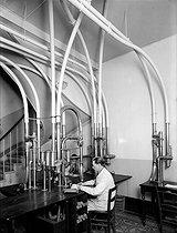Roger-Viollet | 541213 | Station of pneumatic tubes in a distributor office. Paris, radio center, in 1922. | © Jacques Boyer / Roger-Viollet