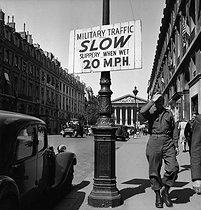 Roger-Viollet | 541620 | World War II. Liberation of Paris. American roadsign, rue Royale. Paris (VIIIth arrondissement), 1944. | © Pierre Jahan / Roger-Viollet