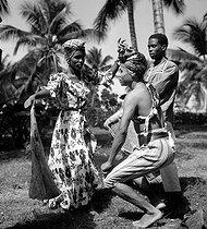 Roger-Viollet | 542178 | Haitian dancers. Haiti, March 1959. Photograph by Hélène Roger-Viollet (1901-1985). | © Hélène Roger-Viollet / Roger-Viollet