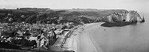 Roger-Viollet | 542393 | Etretat (Seine-Maritime). Overall view. Around 1900. | © Léon & Lévy / Roger-Viollet