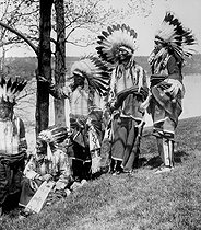 Roger-Viollet | 547987 |  White Elk , Native American chief of a Canadian tribe who just arrived in Liverpool for a meeting with King George V of England about the education of Native American children. | © Albert Harlingue / Roger-Viollet
