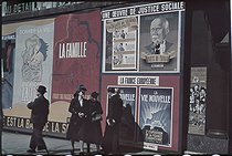 Roger-Viollet | 549427 | World War II. Posters,  Une Oeuvre de justice sociale ,  La vie nouvelle , boulevard des Italiens, Paris. Photograph by André Zucca (1897-1973). Bibliothèque historique de la Ville de Paris. | © André Zucca / BHVP / Roger-Viollet