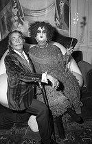 Roger-Viollet | 550109 | Salvador Dali (1904-1989), Spanish painter and engraver, with  Fat Sister . Paris. | © Jack Nisberg / Roger-Viollet