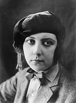 Roger-Viollet | 550460 | Musidora (Jeanne Roques, 1889-1957), French actress, scriptwriter and director, circa 1920. | © Pierre Choumoff / Roger-Viollet