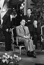 Roger-Viollet | 550643 | François Mitterrand, President of the French Republic surrounded by Jacques Delors, Gaston Defferre and Charles Fiterman, French politicians. Lorraine (France), on October 13, 1981. | © Jean-Pierre Couderc / Roger-Viollet