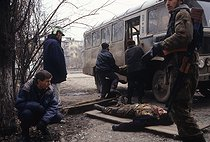 Roger-Viollet | 552794 | First Chechen War. Dead Chechen soldier. Grozny (Chechen Republic, Russia), January 14, 1995. | © Jean-Paul Guilloteau / Roger-Viollet