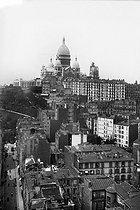 Roger-Viollet | 556046 | View towards the Sacré-Coeur basilica with the tower under construction. Paris (XVIIIth arrondissement), circa 1910. | © Léon & Lévy / Roger-Viollet