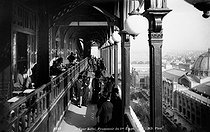 Roger-Viollet | 557569 | 1900 World Fair in Paris. Promenade gallery on the first floor of the Eiffel Tower. | © Neurdein / Roger-Viollet