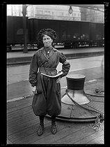 Roger-Viollet | 565838 | World War One. New jobs for women since the beginning of the war: line guard at the Gare du Nord train station. Paris, June 1917. | © Excelsior - L'Equipe / Roger-Viollet