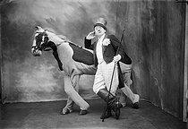 Roger-Viollet | 567564 | Paris - Foottit Clown | © Maurice-Louis Branger / Roger-Viollet