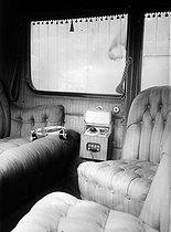 Roger-Viollet | 570976 | Automobile munie d'un poste de TSF. 1923. | © Jacques Boyer / Roger-Viollet