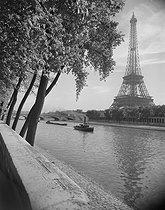 Roger-Viollet   577044   View of the Eiffel Tower from the banks of the river Seine. Paris (VIIth arrondissement). Photograph by René Giton (known as René-Jacques, 1908-2003). Bibliothèque historique de la Ville de Paris.   © René-Jacques / BHVP / Roger-Viollet