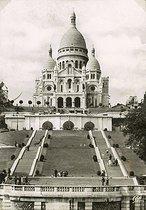 Roger-Viollet | 577320 | The basilica of the Sacré-Coeur in Montmartre. Paris (XVIIIth arrondissement). Postcard, about 1930. | © CAP / Roger-Viollet