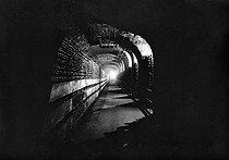 Roger-Viollet | 578013 | Cave de vin de Champagne  Moët et Chandon , Epernay (Marne). | © LAPI / Roger-Viollet