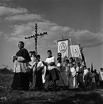 Roger-Viollet | 578237 | Country priest organizing a procession to implore the rain. Nanteuillet (Charente). 1959. Photograph by Janine Niepce (1921-2007). | © Janine Niepce / Roger-Viollet