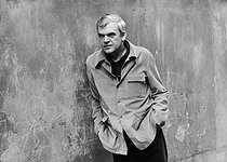 Roger-Viollet | 580624 | Milan Kundera (né en 1929), écrivain tchèque (déchu de sa nationalité en 1979) vivant en France. 11 avril 1979. | © Jean-Pierre Couderc / Roger-Viollet