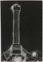 Roger-Viollet   582824   La Bastille, 14 juillet 1936. Colonne de Juillet. Photographie de René-Jacques (dit René Giton) (1908-2003). Papier gélatino-bromure brillant, 1936. Paris, musée Carnavalet.   © René-Jacques / Musée Carnavalet / Roger-Viollet