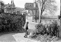 Roger-Viollet | 583317 | Louis-Ferdinand Céline (1894-1961), French writer. Meudon (France), 1955. | © Bernard Lipnitzki / Roger-Viollet