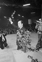 Roger-Viollet | 590935 | François Mitterrand (1916-1996), French politician, during a meeting. Nancy (France). | © Jacques Cuinières / Roger-Viollet