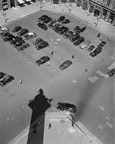 Roger-Viollet   591026   Place Vendôme, from the top of the column. Paris (Ist arrondissement), 1949. Photograph by René Giton (known as René-Jacques, 1908-2003). Bibliothèque historique de la Ville de Paris.   © René-Jacques / BHVP / Roger-Viollet